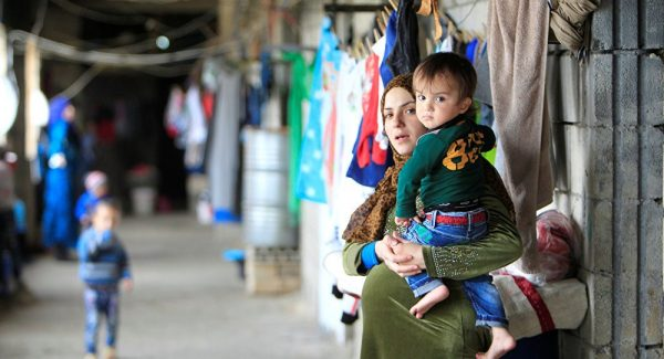 Дети также получают миграционный статус при въезде в страну