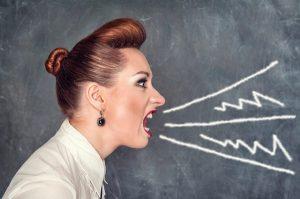 Повышение голоса на учеников может рассматриваться с разных точек зрения, определяющих, допустимо оно или нет в той или иной ситуации