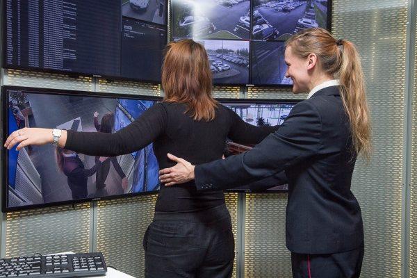 Личный досмотр на таможне проводится лицом одного с досматриваемым пола